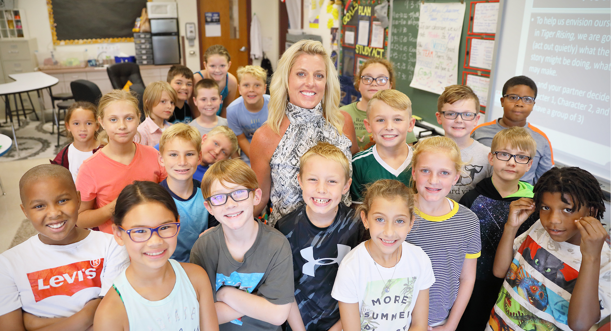 Julie Dooley and her fourth grade class
